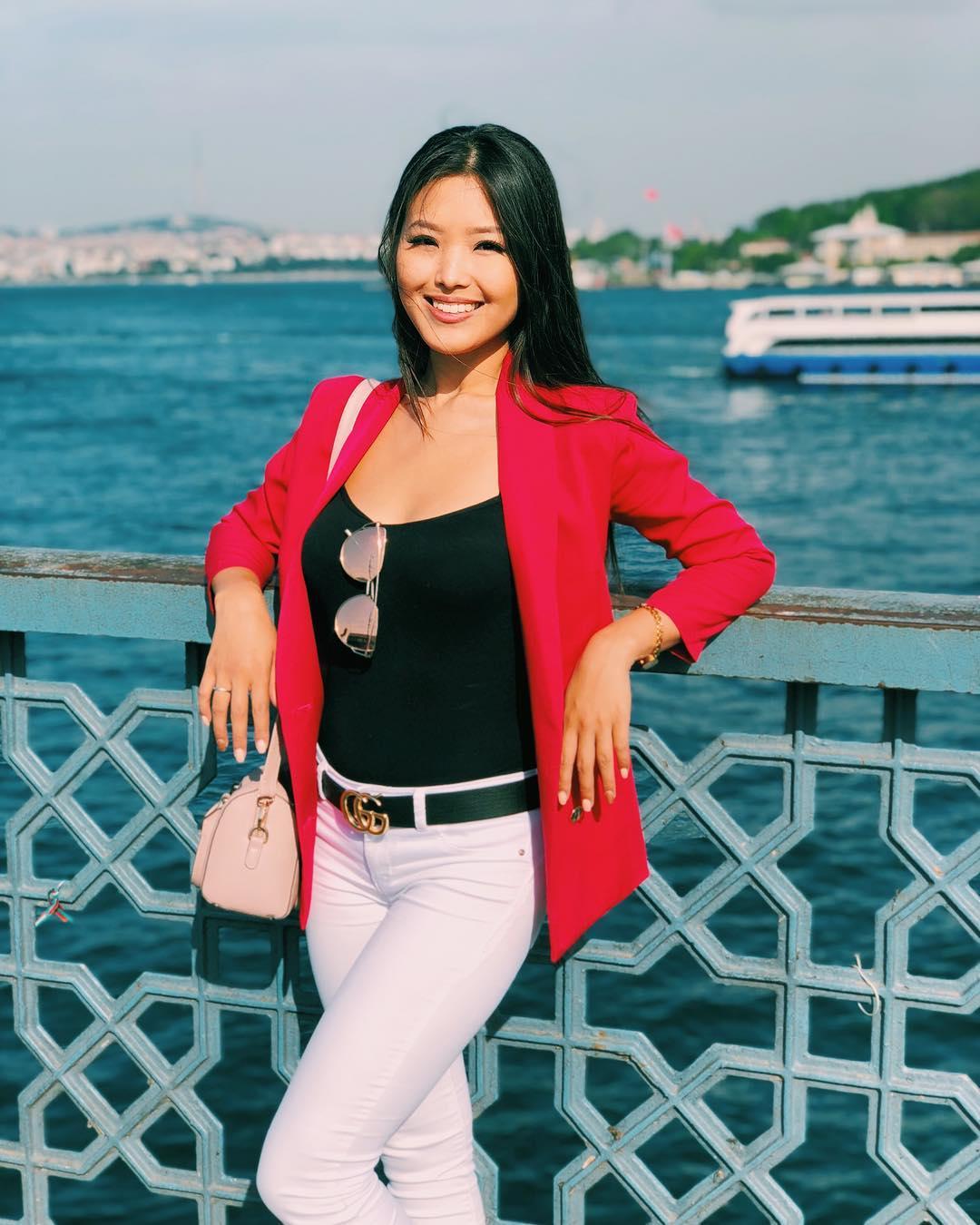 кыргызка снимает одежды фото чуева